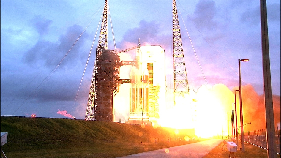 Orion & Delta IV Lift-off