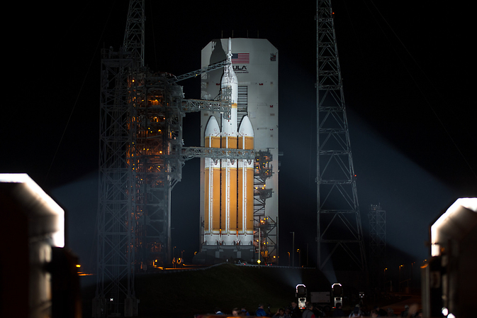 Delta IV Heavy with Orion on launchpad